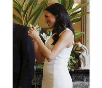 Após anunciar gravidez, Meghan Markle desfila barriga discreta pela primeira vez