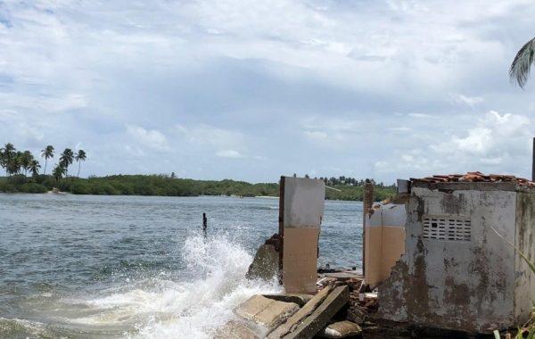 Maré volta a subir na Barra Nova, destrói estabelecimentos e assusta população