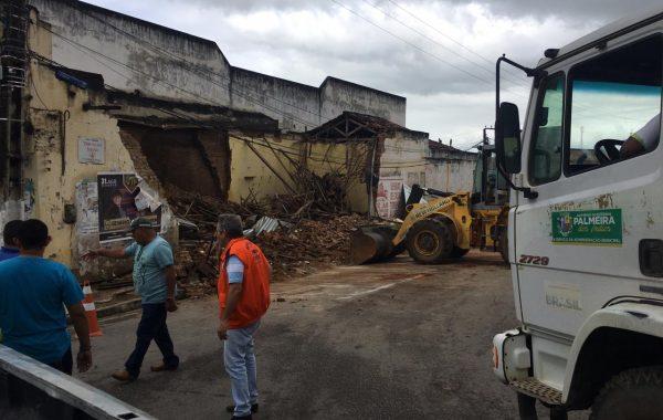 Prédio desaba no Centro de Palmeira e prefeitura está em alerta por causa das chuvas