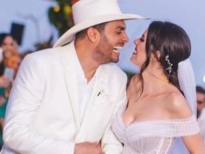 Forrozeiro Mano Walter e ex-miss Débora Silva se casam em Maceió