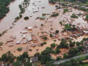 Mais de 100 cidades estão em situação de emergência após chuvas em MG