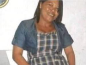 Mulher morre eletrocutada ao pisar em fio molhado em Arapiraca