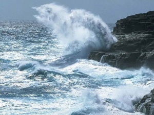 Marinha emite alerta de ressaca com ondas de até 2,5 metros em Alagoas