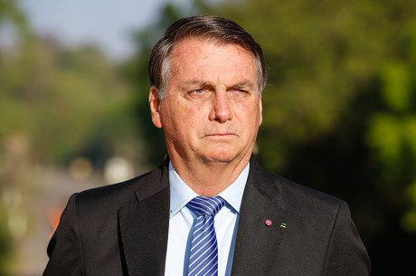 Após 1h30, cirurgia de Bolsonaro termina sem complicações