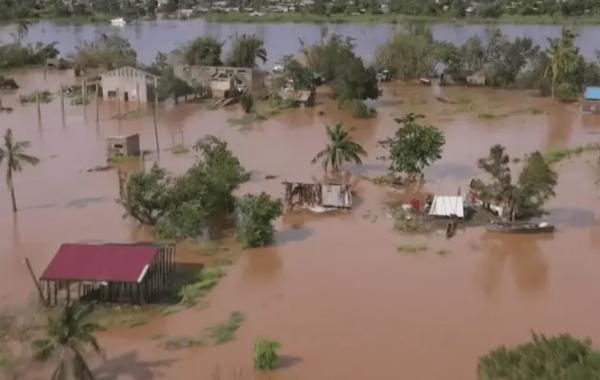 Ciclone deixa ao menos 13 mortos e milhares de desabrigados em Moçambique