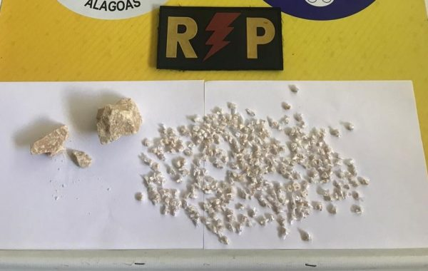 Mulher é presa com 280 pedras de crack em Palmeira dos Índios