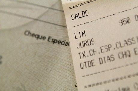 Taxa do cheque especial volta a subir e vai a 114% ao ano, aponta BC