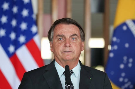 Bolsonaro confirma que vai cancelar compra de vacina chinesa da covid