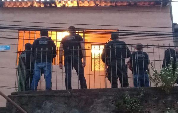 Suspeitos de tráfico, roubo e porte ilegal de arma são presos durante operação na capital