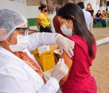 Prefeitura de Palmeira anuncia retomada de vacinação a jovens sem comorbidade